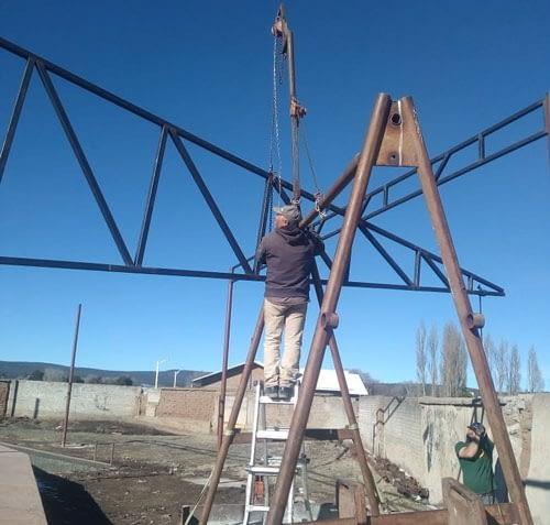 Avanza remodelación de estadio de béisbol en Las Varas