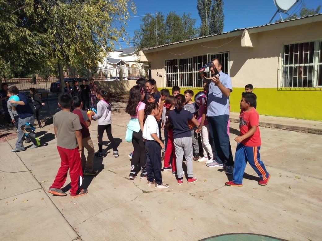 Se entregan balones en la Escuela Primaria Ramón Mendoza