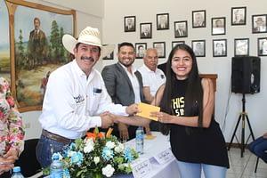 Entrega Jaime Torres Amaya Becas A Universitarios