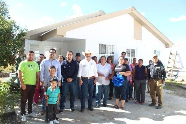 Entrega alcalde municipal obras Y proyectos en Colonia Presón de Golondrinas.