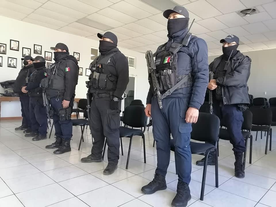 ENTREGA AYUNTAMIENTO UNIFORMES A POLICÍAS MUNICIPALES